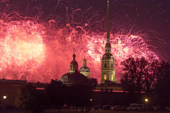 Schöner Gruß über Neva River in der Stadt von St Petersburg Lizenzfreie Stockfotografie