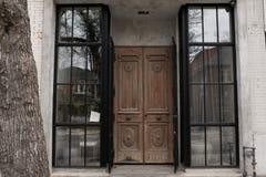 Schöner hölzerner Eingang stockbild