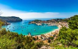 Schöner Hafen auf Mittelmeer Majorca Port de Soller Spanien stockbild