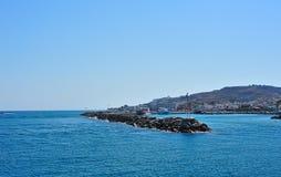 Schöner Hafen einer griechischen Stadt Stockfoto