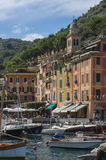 Schöner Hafen von Portofino, ein italienisches Fischerdorf, Genua, Italien Stockfoto