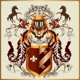 Schöner heraldischer Entwurf mit Rüstung, Bändern und königlichen Elementen Stockfoto