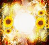 Schöner Herbstnaturhintergrund mit Sonnenblumen, Blättern und Laub im Garten oder im Park Naturhintergrund des Falles im Freien stockbild
