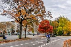 Schöner Herbsttag für einen Weg im Central Park New York City Manhattan stockbilder