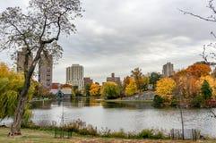 Schöner Herbsttag für einen Weg im Central Park New York City Manhattan stockfotografie
