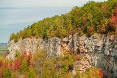 schöner herrlicher natürlicher Herbsthintergrund des grünen Gürtels Niagara-steiler Böschung Stockbilder
