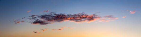Schöner Himmel mit Wolken Stockfoto