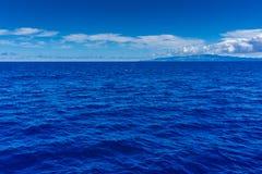 Schöner Himmel und blauer Ozean Stockfoto