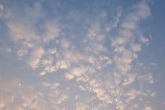 Schöner Himmel und Wolken morgens Lizenzfreie Stockfotos