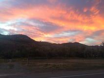 Schöner Himmelkunstsonnenuntergang Stockbilder
