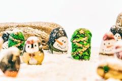 Schöner Hintergrund der frohen Weihnachten und des guten Rutsch ins Neue Jahr auf weißem Hintergrund Stockfotografie