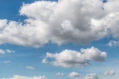 Schöner Hintergrund des bewölkten Himmels Lizenzfreie Stockfotografie