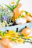Schöner Hintergrund Kaninchen und Eier Lizenzfreie Stockfotografie