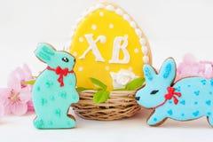 Schöner Hintergrund Traditioneller orthodoxer Christ Ostern Ostern-Lebkuchen mit einem orthodoxen Symbol XB stockbilder