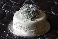 Schöner Hochzeits-Kuchen Stockfotos