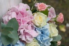 Schöner Hochzeitsblumenstrauß der Rosen Brautdesignerblumenstrauß von Rosen Lizenzfreies Stockbild