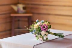 Schöner Hochzeitsblumenstrauß gemacht vom Polymerlehm Stockfotos