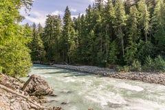 Schöner hoher Berg Green River in Nairn fällt provinzielles Park-Britisch-Columbia Kanada Stockfoto