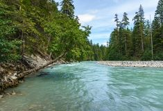 Schöner hoher Berg Green River in Nairn fällt provinzielles Park-Britisch-Columbia Kanada Stockbild