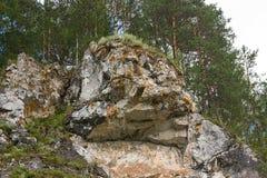 Schöner hoher Felsen stockfotografie