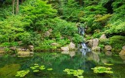 Schöner japanischer Garten lizenzfreie stockbilder
