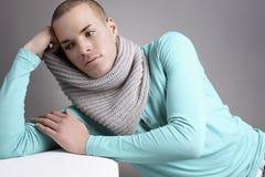 Schöner junger Mann Stockfoto