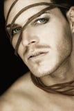 Schöner junger Mann mit Streifen des Leders Lizenzfreie Stockbilder