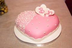 Schöner köstlicher Kuchen mit Mastix für ein Hochzeitsereignis Stockfotografie