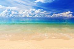 Schöner Karon-Strand in Phuket, Thailand Lizenzfreies Stockbild