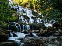 Schöner Kaskadewasserfall Stockfotografie