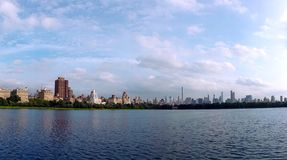 Schöner klarer sonniger Tag w Jacqueline Kennedy Onassis Reservoirs stockbild