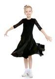 Schöner kleiner Tänzer in einem schwarzen Kleid Lizenzfreies Stockbild
