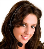 Schöner lächelnder Frauen-tragender Kopfhörer lizenzfreies stockfoto