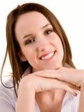 Schöner lächelnder junger Brunette Stockfoto