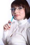 Schöner Lehrer mit blauer Feder stockfotos