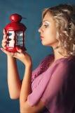 Schöner Mädchenkerzenständer Stockfotografie