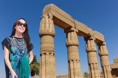 Schöner Mädchentourist bei Ägypten lizenzfreie stockfotografie