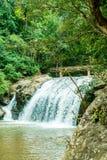 Schöner Mae Sa-Wasserfall bei Chiang Mai, Thailand lizenzfreie stockfotografie