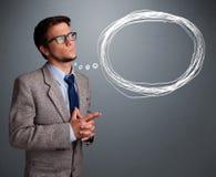 Schöner Mann, der an Sprache- oder Gedankenblase mit Co denkt Lizenzfreies Stockbild
