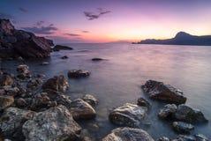 Schöner Meerblick. Naturaufbau des Sonnenuntergangs. Stockfotografie