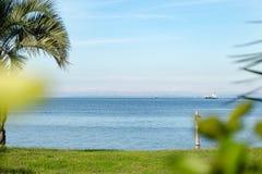Schöner Meerblick und blauer Himmel, natürlicher Fotohintergrund stockfoto