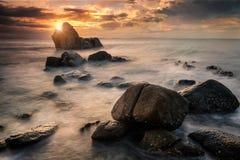 Schöner Meerblick während des Sonnenaufgangs Lizenzfreies Stockfoto