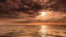 Schöner Meerblickabendseehorizont und -himmel Stockfotografie