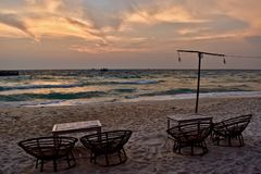 Schöner Morgen auf dem Kokosnuss-Strand, Koh Rong, Kambodscha lizenzfreies stockfoto