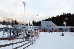 Schöner Morgen in der Skimitte im Erholungsort Jasna, Slowakei stockbild