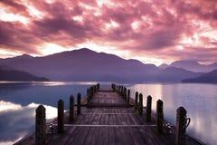 Schöner Morgen am Frühling vor Sonnenaufgang Lizenzfreie Stockbilder