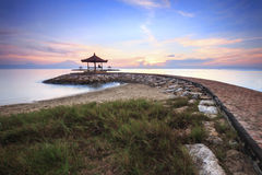Schöner Morgen an Karang-Strand Stockbilder