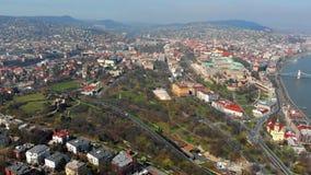 Schöner Morgenflug über Draufsicht Budapests des königlichen Palastes der Habsburger ungarn stock video footage