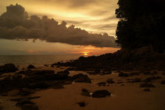 Schöner orange Sonnenuntergang in Asien Stockbilder