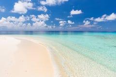Schöner Ozeanstrand lizenzfreies stockbild